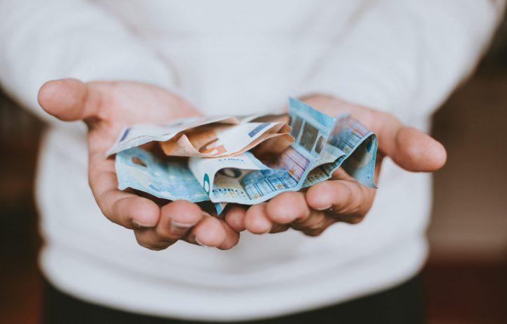 Ska du placera dina pengar hos Avanza eller Opti?